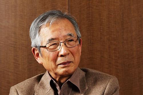 <b>伊庭 保(いば・たもつ)氏。</b><br/>1935年、東京生まれ。59年東京大学法学部を卒業後、ソニーに入社。78年にスイス現地法人のソニー・オーバーシーズ総支配人。83年にソニー・ファイナンスインターナショナル社長兼ソニー商事社長へ就任。86年資材管理本部長。87年にソニー取締役。88年にソニー・プルコ生命保険(現ソニー生命)社長。92年にソニー専務、94年にソニー副社長。95年にソニーCFO就任。99年にソニーCFOを退く。99年からソニー・コンピュータエンタテインメント(現ソニー・インタラクティブエンタテインメント)会長。2000年にソニー副会長、2001年にソニー顧問就任。2004年にソニーフィナンシャルホールディングス会長兼社長。2006年にソニー顧問を退任。(撮影:北山 宏一、以下同)