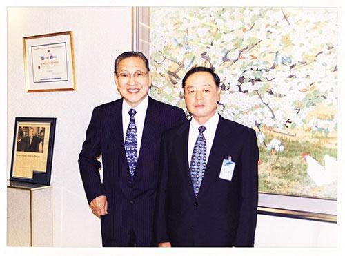 大賀典雄氏(左)がソニーの社長、大曽根幸三氏(右)が副社長をしていた頃、ソニーの旧本社で撮影された写真
