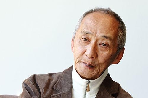 <b>土井利忠(どい・としただ)氏。</b><br/>1942年、兵庫県生まれ。64年東京工業大学電子工学科を卒業、ソニー入社。工学博士(東北大学)、名誉博士(エジンバラ大学)。デジタルオーディオ研究開発プロジェクトマネジャーとして、蘭フィリップスと共同でのCDを開発するプロジェクトや、ワークステーション「NEWS」の開発などを担当。AIBOやQRIOといったロボット開発などの責任者も務めた。87年にスーパーマイクロ事業本部本部長。88年にソニーコンピュータサイエンス研究所長。2000年にソニーの業務執行役員上席常務に就任。2004年にソニー・インテリジェンス・ダイナミクス研究所社長。2006年にソニーグループを離れる。現在は、中小中堅企業などへ経営を指南する「天外塾」を主催しながら、医療改革、教育改革にも取り組む。「天外伺朗」というペンネームでの著書多数(撮影:北山 宏一)