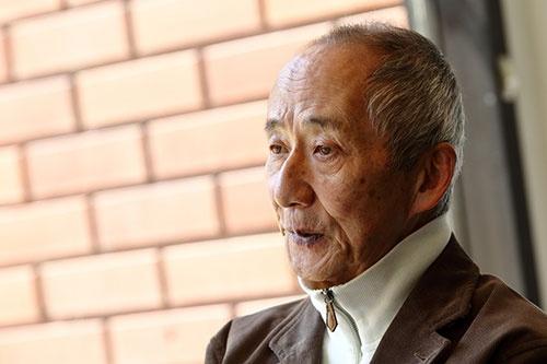 <b>土井利忠(どい・としただ)氏。</b><br/>1942年、兵庫県生まれ。64年東京工業大学電子工学科を卒業、ソニー入社。工学博士(東北大学)、名誉博士(エジンバラ大学)。デジタルオーディオ研究開発プロジェクトマネジャーとして、蘭フィリップスと共同でのCDを開発するプロジェクトや、ワークステーション「NEWS」の開発などを担当。AIBOやQRIOといったロボット開発などの責任者も務めた。87年にスーパーマイクロ事業本部本部長。1988年にソニーコンピュータサイエンス研究所長。2000年にソニーの業務執行役員上席常務に就任。2004年にソニー・インテリジェンス・ダイナミクス研究所社長。2006年にソニーグループを離れる。現在は、中小中堅企業などへ経営を指南する「天外塾」を主催しながら、医療改革、教育改革にも取り組む。「天外伺朗」というペンネームでの著書多数(撮影:北山 宏一)