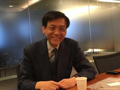 <b>関 志雄(かん・しゆう)</b><br /> 野村資本市場研究所 シニアフェロー/経済学博士<br /> 1979年香港中文大学経済学科卒、1986年東京大学大学院経済学研究科博士課程修了、1996年に東京大学で経済学の博士号を取得。香港上海銀行、野村総合研究所などを経て2004年から野村資本市場研究所シニアフェローに就任