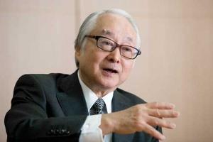 長門正貢(ながと・まさつぐ) 日本郵政社長。1948年生まれ。1972年4月日本興業銀行入行、常務執行役員を経て2002年にみずほ銀行常務執行役員。2003年みずほコーポレート銀行常務執行役員。2006年6月富士重工業専務執行役員。同社取締役専務、副社長を経て、2011年6月シティバンク銀行副会長。2012年1月同社会長。2015年5月ゆうちょ銀行取締役兼代表執行役社長、2016年4月より現職。(写真:的野弘路)