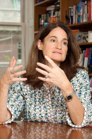 "<span class=""fontBold"">Elizabeth C. Economy(エリザベス・エコノミー)氏。</span><br />米外交シンクタンク、外交問題評議会のアジア研究部長。中国の国内政策と外交政策の専門家として評価が高い。(写真:Mayumi Nashida)"