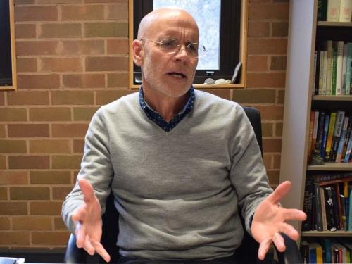 豪チャールズ・スタート大学のクライブ・ハミルトン教授。今年2月、豪州で中国が陰に陽に影響力を拡大している様を克明に描いた著書『Silent Invasion~China's Influence in Australia(静かなる侵略~オーストラリアにおける中国の影響)』を出版し話題を読んだ。その内容の過激さから複数の出版社が出版を拒否する騒動も起きた。