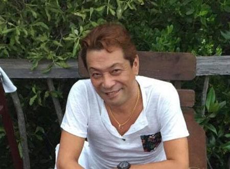 <b>バリの兄貴</b><br />本名:丸尾孝俊。1966年、大阪生まれ。中学校卒業後、看板屋に丁稚奉公。その後、飲食業、トラック運転手などからの独立を経てバリ島へ渡り現在は関連数十社へと成長しバリに住まいアジア中心に数百ヘクタールの不動産と数十件の自宅を所有。現地の孤児院や病院などに寄付を欠かさぬ人柄は、本人がモデルとなった映画「神様はバリにいる」(原案書籍:出稼げば大富豪)で存分に描かれている。