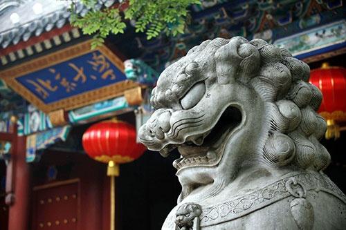"""開校120周年を迎えた北京大学。「独裁強権」に屈せず、その""""背筋""""を伸ばし続けることはできるのか(写真:Imaginechina/アフロ)"""