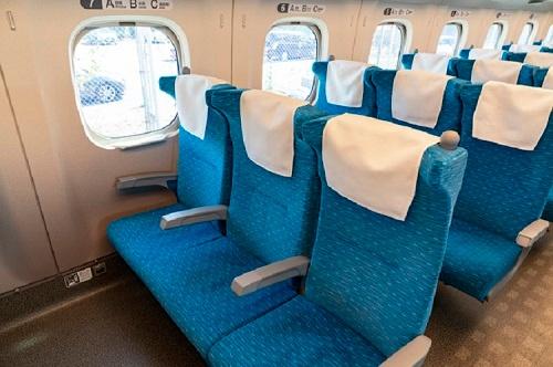 中国では他人が座るべき指定席を占拠して座り続けるトラブルが社会問題化している(写真はイメージ=PIXTA)