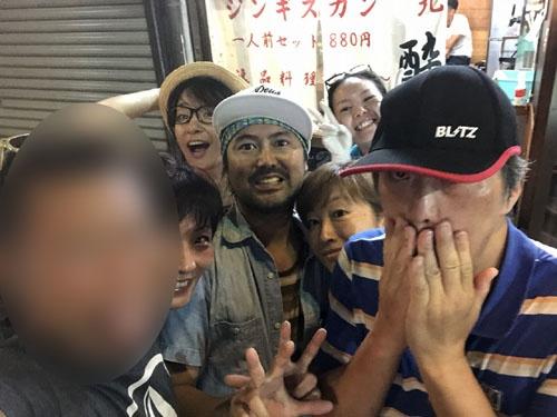 酔ってそぞろ歩いていたら、スノーボードの後藤伸介選手と邂逅。「それじゃ一緒に」と3軒目に突入。遅くまで飲みました。