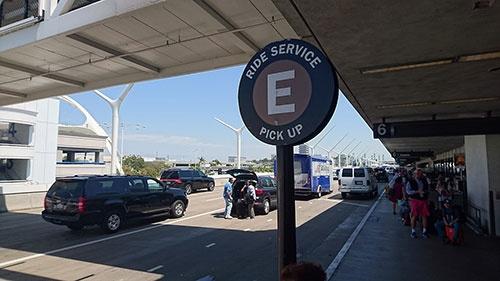 LAX(ロサンゼルス国際空港)には遂に専用のピックアップポイントまで出来ました。実はこれ非常に大きなことなのです。
