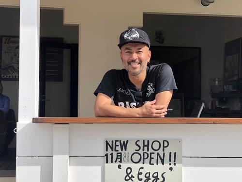 バカールの仲村大輔氏が海沿いのイケてるカフェをオープン。この人は本当に店作りが上手い。場所は北谷町の宮城海岸。ダイバーとサーファーが共存する不思議な海岸です。