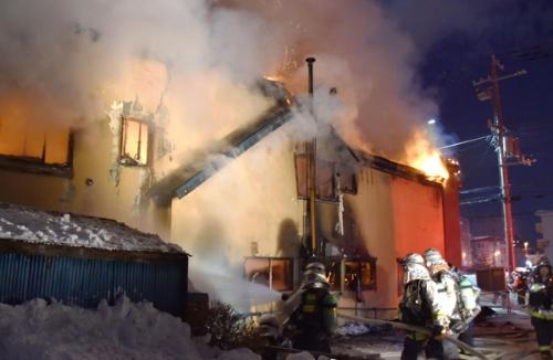 身寄りのない高齢者などが住んでいた「そしあるハイム」(札幌市)で火災が発生し、11人が死亡した(写真:共同通信社)