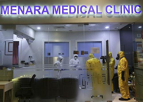 クアラルンプールの空港で残留薬物を検査する特殊チーム(写真:ZUMA Press/アフロ)