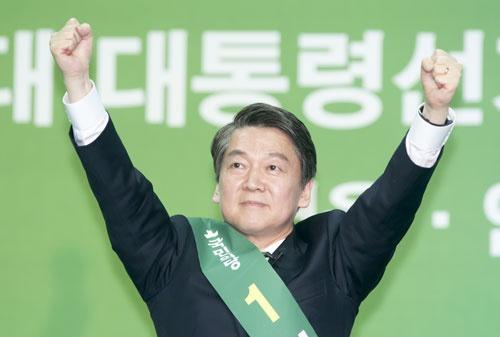 国民の党の大統領候補となったアン・チョルス(安哲秀)氏(写真:アフロ)