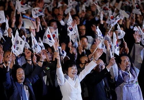 光復節慶祝式で祝辞を述べる朴槿恵大統領(写真:代表撮影/ロイター/アフロ)