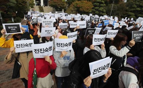 朴大統領の弾劾を要求する市民(写真:YONHAP NEWS/アフロ)