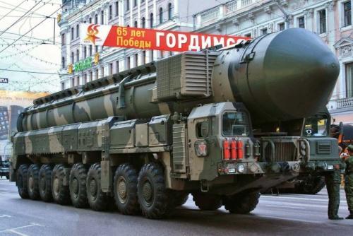 こちらはトーポリ発展型の「トーポリM」。北朝鮮の新型ICBMの運搬車両は、こちらに類似している。