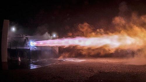 ラプターの燃焼試験の様子(画像:スペースX)。この9月からラプターの燃焼試験が始まった。