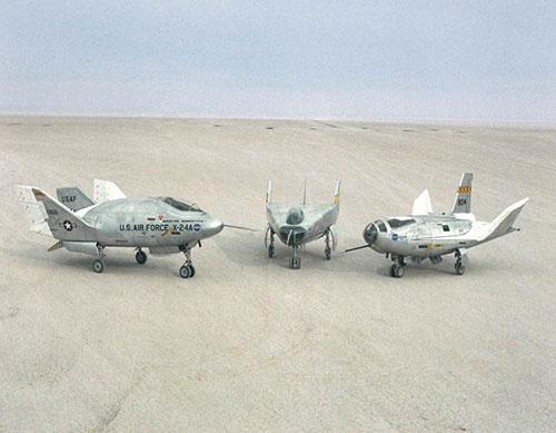 1960年代から70年代初頭にかけてNASAが飛行試験を行ったリフティング・ボディ試験機。左から「X-24A」「M2-F3」「 HL-10 」(画像:NASA)