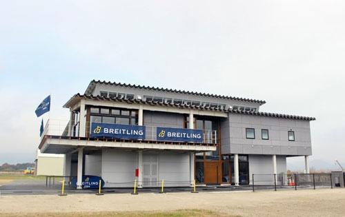 ふくしまスカイパークに完成した、新たな航空機展示場。室屋氏の日本における拠点となる。