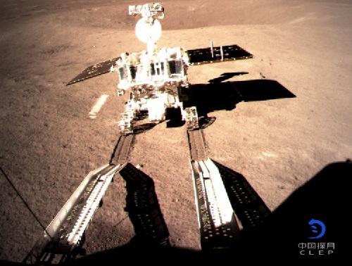 月の裏側への着陸に、世界で初めて成功した中国の月探査機「嫦娥4号」(提供:Imaginechina/アフロ)