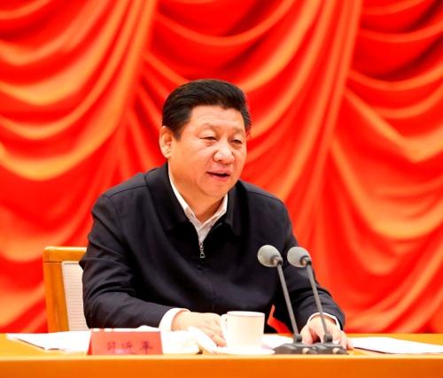 2015年2月、政治会議「四中全会」の決定事項推進について語る習近平主席(写真:新華社/アフロ)