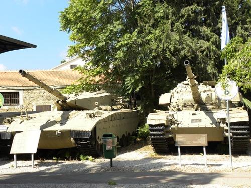 テルアビブのイスラエル国防軍施設。イスラエルでハイテク・ベンチャー企業が多い理由の1つは、軍で獲得した知識や人脈を生かして起業する市民が多いからだ(筆者撮影)