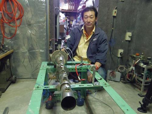 PDエアロスペースの緒川修治社長。これまで4人の社員と自宅に隣接した小さな作業場でロケット開発を進めてきた。エイチ・アイ・エスとANAホールディングスの出資を受け、新しい開発拠点の確保や人員拡充にメドをつけた