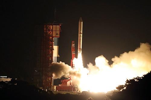 2016年12月、低コストを志向したロケット「イプシロン」2号機の打ち上げに成功(写真:JAXA提供)