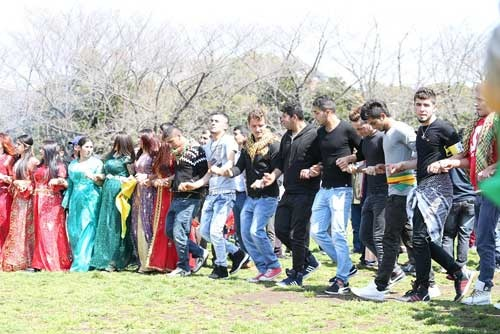 クルド人が披露した歌やダンス