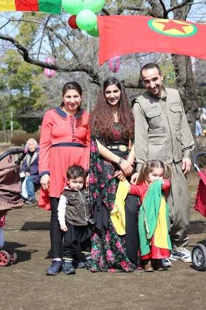 ネウロズを楽しむクルド人の家族
