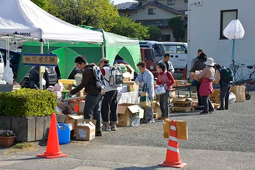支援物資は届き始めている。益城町役場にて (写真=浦川祐史)