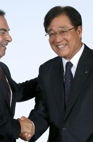 日産自動車との資本提携をまとめた三菱自動車の益子修会長兼CEO。悲願を達成したためなのか、自然と笑顔となった(写真:角倉武/アフロ)