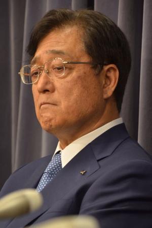 5月11日、国土交通省で記者会見する益子氏の表情は暗く沈んでいた。