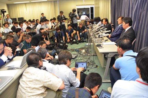 歯切れの悪い回答に、記者会見室はヒートアップした(11日、国土交通省)