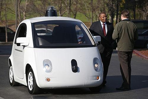米グーグルが開発中の自動運転車。既に公道での実験を繰り返している(写真:Justin Sullivan/Getty Images)