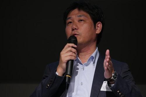 「Nikkei FinTech Conference 2016」で講演する永吉健一氏