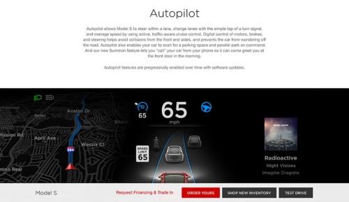 テスラが「モデルS」を紹介するウェブサイト。事故から約2ヶ月が経過した7月時点でも「Autopilot」(自動運転)との見出しが躍っている