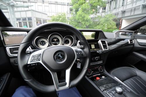 車内の3つのモニター。試作車のため、3つ全てに後方を表示したり、2つに集約したりといった映し方をテストすることできる