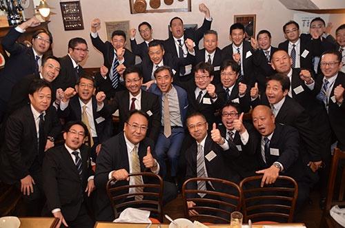 講演終了後には懇親会も開かれた。「この仲間で一致団結すれば、なんでもできる」(沢田社長)