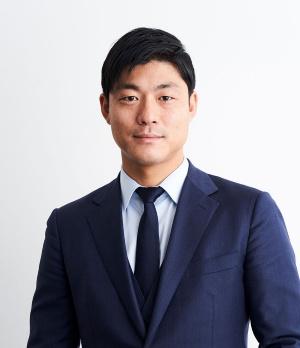 "<span class=""fontBold"">永田暁彦(ながた・あきひこ)氏</span><br> 2007年慶応義塾大学商学部を卒業。同年ベンチャーキャピタルのインスパイアに入社。08年ユーグレナの社外取締役に就任。10年に取締役事業戦略部長としてユーグレナに完全移籍。18年から現職。"