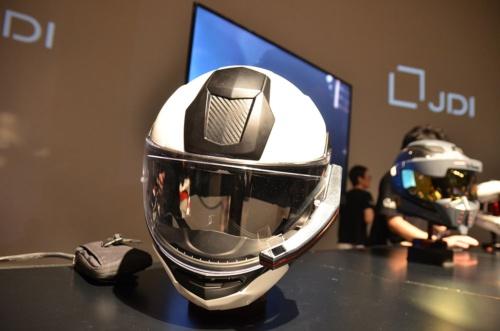 ヘルメットに外付けするディスプレーの試作品を披露