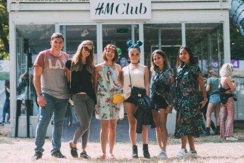 H&Mの顧客が米ニューヨークで行われたファッションショーに招待された