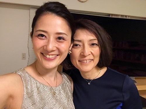 増原裕子さん(左)とパートナーの勝間和代さん(写真:本人提供)