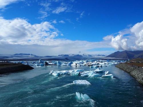 世界経済フォーラムが発表した「ジェンダー・ギャップ指数」レポート2017 年版で1位になったアイスランドの氷河湖(写真:著者撮影)