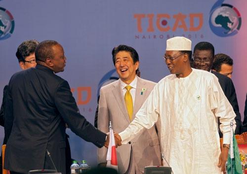 今年8月、ケニア・ナイロビで開催された第6回アフリカ開発会議(写真:AP/アフロ)