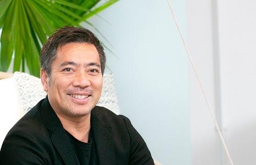 """<span class=""""fontBold"""">ケン・マスイさん</span><br />EDGEof共同最高経営責任者(Co-CEO)。1972年東京生まれ。幼少期をアメリカワシントンD.C.で過ごす。大学卒業後はZIP-FMやJ-WAVEなどのラジオ番組でDJを担当。2017年にEDGEofのCo-CEOに就任。Mr ChildrenのMusic Director/Creative Directorも務める(写真:木村輝、以下同)。"""