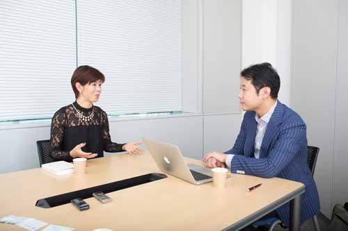 河合薫氏(左)と入山章栄氏(写真:稲垣純也、以下同)