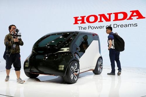 4月に開催された上海モーターショーに出展されたホンダのEVコミューターのコンセプトカー「Honda NeuV(ューヴィー)」(写真:ロイター/アフロ)