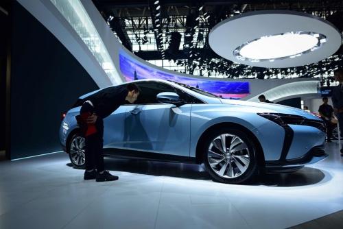 北京モーターショー2018に展示された米ゼネラルモーターズのEV「ヴェリテ 6(Velite 6)」(写真=AFP/アフロ)