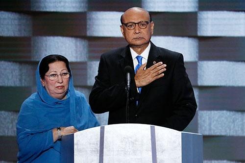 イラクで息子を亡くしたカーン夫妻(写真:AP/アフロ)